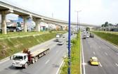 位於市國立大學交通樞紐的高架橋系統。