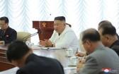 國務委員會委員長金正恩主持會議,會上重點討論民生問題,沒有談論對韓事務。(圖源:朝中社)