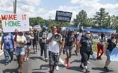 亞特蘭大市民眾上街遊行,抗議警察擊斃黑人青年雷沙德。(圖源:AP)