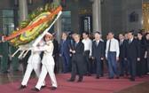 黨政領導悼唁陳國香同志。(圖源:越勇)