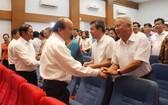 阮春福總理會見海防市選民。(圖源:蘇成)