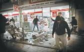 德國西南部斯圖加特爆發騷亂,有人闖入商店。(圖源:AP)