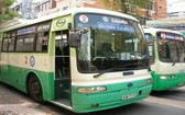 自今年7月1日起,本市3條獲補貼價格的巴士線將停止運營。圖為2號線的一輛巴士。(圖源:芳蓉)