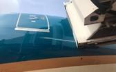 登機橋刮碰了波音787-19客機機身,造成約1米長的劃痕。(圖源:TTO)