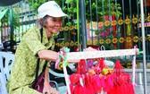 2013年的端午節前夕,筆者第一次採訪和拍攝蓮姑賣香囊。