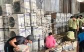 市場管理人員突檢一起私貨倉庫。(圖源:田升)