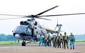 直升機空中降落訓練現場。(圖源:市黨部新聞網)