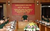 國防部長吳春歷大將(中)主持會議並發表講話。(圖源:越通社)