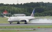 迫降在成田機場的美聯航波音787飛機。(圖源:時事通信社)