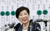 日本東京都知事小池百合子 2020年7月2日出席她創辦的希望之黨為她所舉行的競選活動。(圖源:路透社)