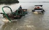 圖為被職能力量扣押的一艘非法採沙船。(圖源:天王)