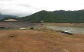 水庫乾涸,大大影響農作物後期生長的灌溉用水。(圖源:VOV)