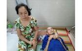 楊玉鳳與年近九旬的父親楊江都中風。