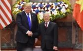 2019年2月27日,黨中央總書記、國家主席阮富仲在主席府會見美國總統特朗普。(圖源:VGP)