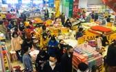 消費者在超市選購商品。(示意圖源:范強)