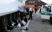 德國聯邦警察查獲一輛載有 31 名偷渡者冷藏車。(圖源:互聯網)