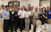 高國華(前排左三)拜訪越南南部台商先進。