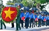 7月20日上午,99 名烈士骸骨回歸故里追悼和改葬儀式在巴達坡烈士陵園隆重舉行。(圖源:宏登)