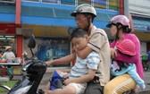 家長在載孩子上街時,應該為其採取安全措施。