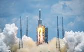 中國首次火星探測任務「天問一號」23日中午順利於海南文昌市發射升空。(圖源:新華社)