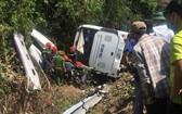 車禍發生後,救援人員趕抵現場施救。(圖源:T. Anh)