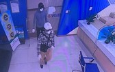 被銀行內部監控視頻錄下的2名劫匪。(圖源:警方提供)