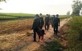 安江省邊防部隊在邊境便道上進行巡邏。(圖源:安富)