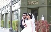 新婚夫妻拍婚紗照時發生爆炸,親身經歷了港口爆炸一幕。(圖源:互聯網)