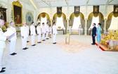 泰國首相兼國防部長巴育為首的泰國新一屆內閣12日在泰王面前宣誓就職。 (圖源:路透社)