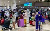 從費率并撤回的我國公民在該國機場辦理行李托運手續。(圖源:MOFA)
