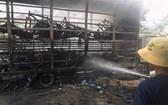 在火焰熄滅後,卡車廂內的全部自行車及自行車配件付諸一炬,僅剩下鐵框。(圖源:何珍)