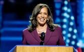 美國加州聯邦參議員卡瑪拉‧哈里斯19日在民主黨全國代表大會上正式被提名為副總統候選人。(圖源:AP)