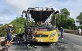客車被燒得只剩下鐵框。(圖源:楊光)