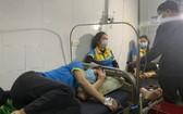 獲送醫院接受治療的疑似食物中毒患者。(圖源:武隆)