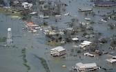 """強颶風""""勞拉""""登陸美國路易斯安那州,狂風暴雨為當地釀成嚴重災情。圖為重災區城鎮查爾斯湖。(圖源:AP)"""