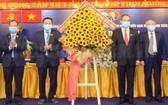 市委書記阮善仁(右二)同與會代表出席西貢旅遊一成員有限責任總公司黨部代表大會。(圖源:市黨部新聞網)