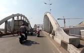 新順一橋禁止載重5噸以上的車輛行駛。(圖源:友輝)