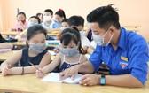 除了開辦溫情班,阮富維進還直接教導學生們學習英文。