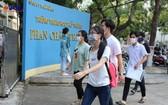 峴港市高考生步入考場。(圖源:黎心)
