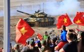 越南坦克車組成員盡最大努力完成比賽項目。(圖源:越通社)