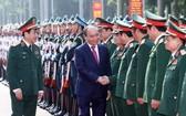 阮春福總理會見總參謀部各位將領。(圖源:越通社)
