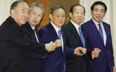 從左至右分別爲山口泰明、佐藤勉、菅義偉、二階俊博和下村博文。(圖源:Getty Images)