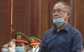市人委會原常務副主席阮成才在法庭上回答審判委會的審問。(圖源:NL)