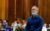 被告人阮成才在法庭上回答審判員問案。(圖源:范阮)