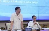 市人委會主席阮成鋒(左)在會議上發言。(圖源:晉安)