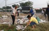 福門縣廣大民眾在1號國道旁展開環境大掃除活動。