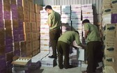 2500多箱來源不明的酸奶飲料被查獲。(圖源:N.H)