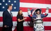 美國宇航局(NASA)公佈了一項280億美元的計劃,預計在2024年將美國首位女性宇航員和另一位男性宇航員送上月球。(圖源:互聯網)