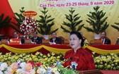 黨中央政治局委員、國會主席阮氏金銀在會上發表講話。(圖源:越通社)