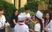 武氏蓉與陳越煌去年年在順化一所高中學校分享他們的經歷。